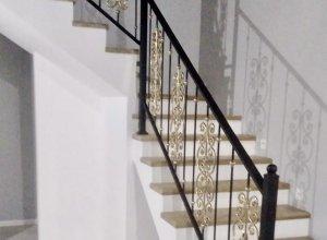кованые вставки золотого цвета