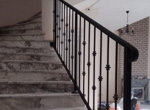 Прямые ограждения для лестницы черные, элегантность