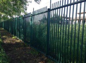 Забор металлический Цена от<del> 3000</del> <strong>2000</strong> руб. м.п. Точный расчет по Вашим размерам и запросу