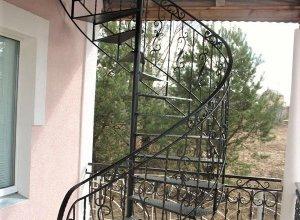 Винтовая лестница на улице Л-112 Цена по запросу и Вашим размерам