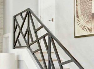 Геометричный рисунок на лестницу под ваши размеры.