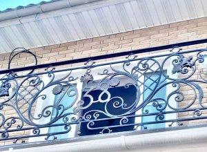 Кованый балкон с инициалами. Точный расчет по запросу и Вашим размерам