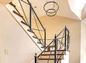 Металлические перила для лестницы в современном стиле