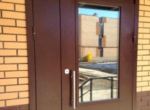 Дверь металлическая-входная со стеклом.Сертифицирована ГОСТ 31173-2003 и ГОСТ 53307-2009 Цена по запросу и Вашим размерам