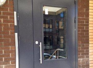 Дверь металлическая, входная со стеклом.Сертифицирована ГОСТ 31173-2003 и ГОСТ 53307-2009 Цена по запросу и Вашим размерам