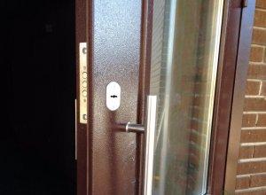Дверь металлическая-входная со стекло.Сертифицирована ГОСТ 31173-2003 и ГОСТ 53307-2009 Цена по запросу и Вашим размерам