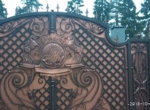 Чеканка коней на воротах, Цена от 32000 руб. м2. Точный расчет по Вашим размерам и запросу