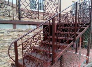 Лестница металлическая с коваными перилами Л-118 Цена по запросу и Вашим размерам