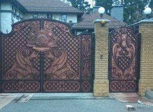 Кованые ворота с чеканкой, Цена от 32000 руб. м2. Точный расчет по Вашим размерам и запросу
